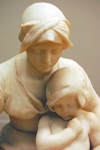 Mother teaching child av Alfred Gilbert